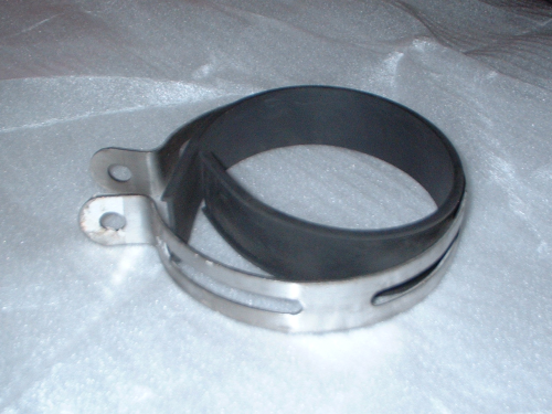Exhaust clamp with rubber
